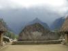 Machu Picchu - Steinplatte mit  Hintergrund