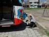 """Sascha Böhnke, Bustester, Videojournalist und Redakteur der """"Omnibusrevue"""" und derzeit als zweiter Mann am Steuer des Weltreisebusses inspiziert die """"Konkurrenz"""""""