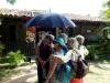 Damenkränzchen unterm Regenschirm